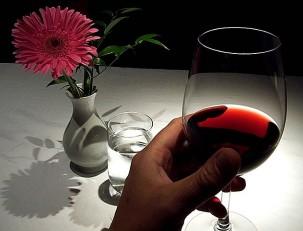 Красное вино – красота из бокала