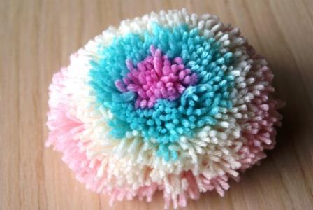 Как сделать разноцветные помпоны