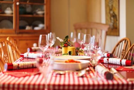 как накрыть стол для гостей